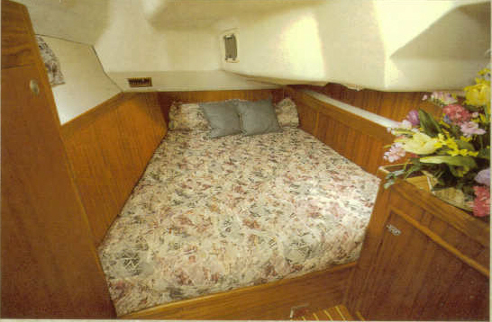 Hunter 460 Berth
